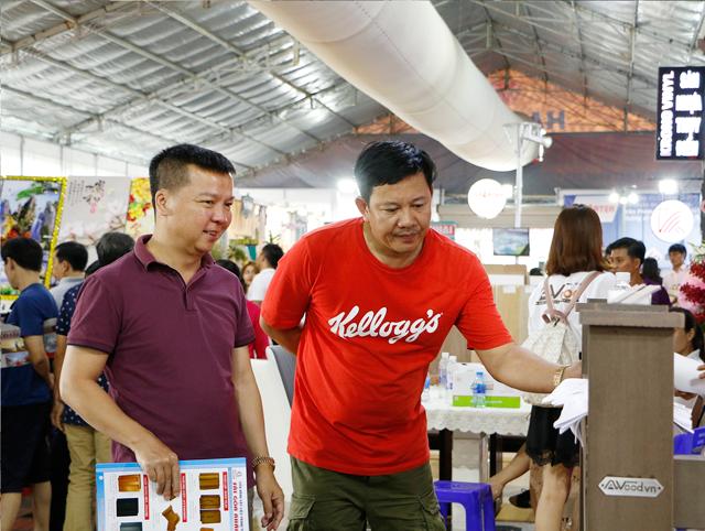 khach hang tham quan awood tai vietbuild 2018