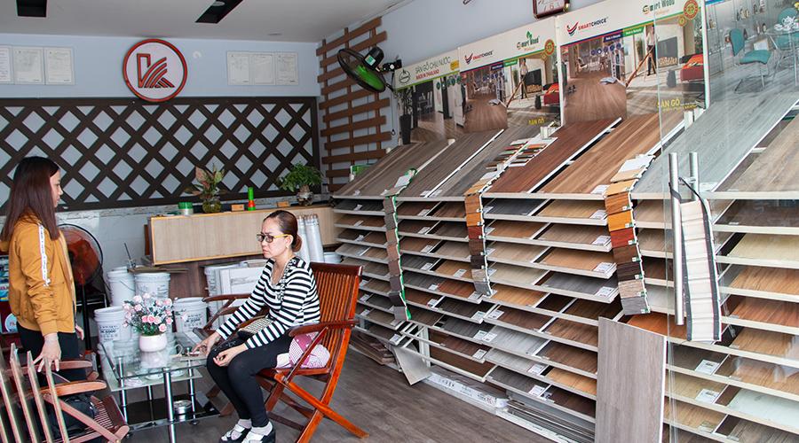 Lắp mẫu sàn gỗ tại kho quận 7