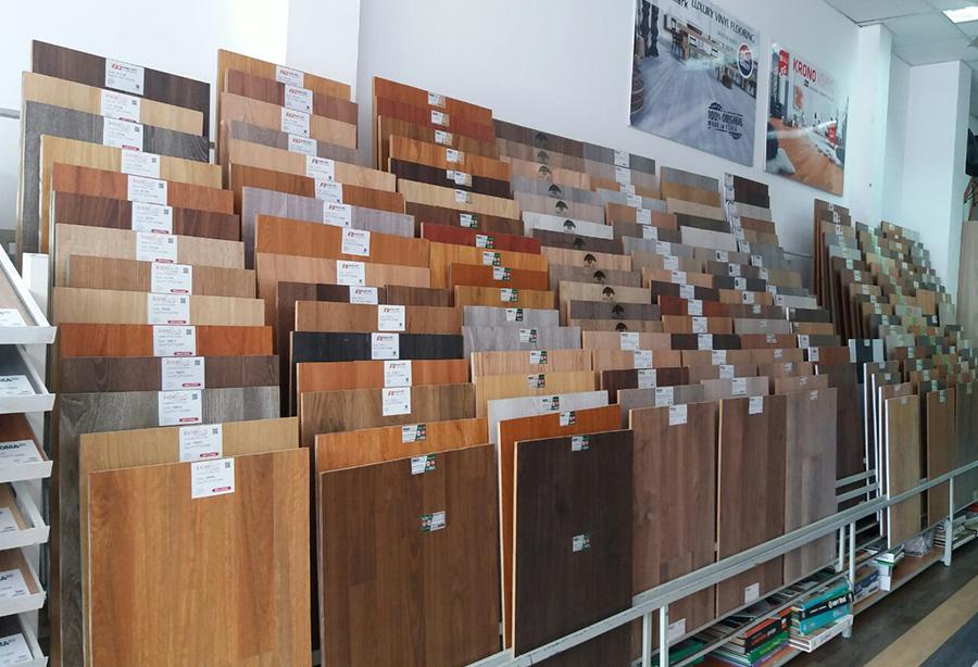 trưng bày sàn gỗ tại kho quận 9