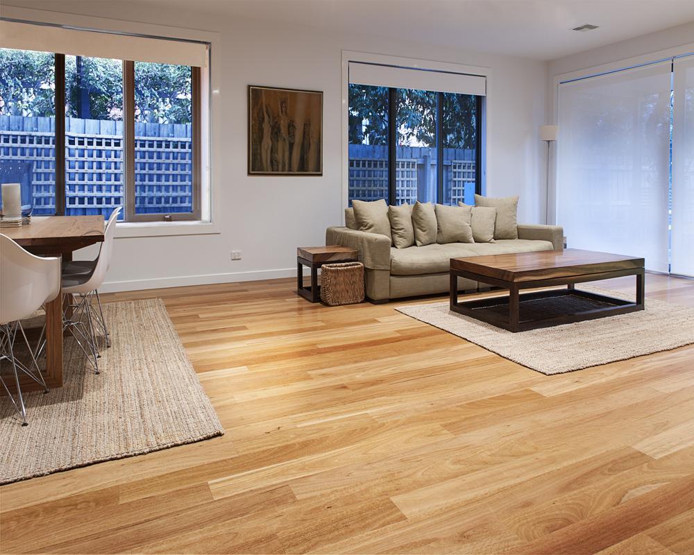 Sàn gỗ ấm áp mùa đông mát mẻ mùa hè cho không gian sống thân thiện tiện nghi.