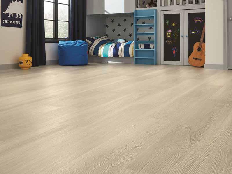Sàn gỗ tự nhiên với vân gỗ sang trọng phù hợp mọi yêu cầu trang trí nội thất.