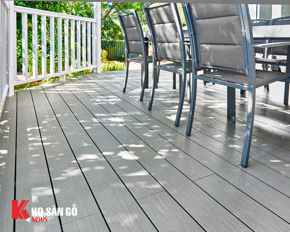 Sàn gỗ ngoài trời phủ bề mặt UltraShield hiện tại được đánh giá rất cao bởi các chuyên gia thẩm định sàn gỗ.