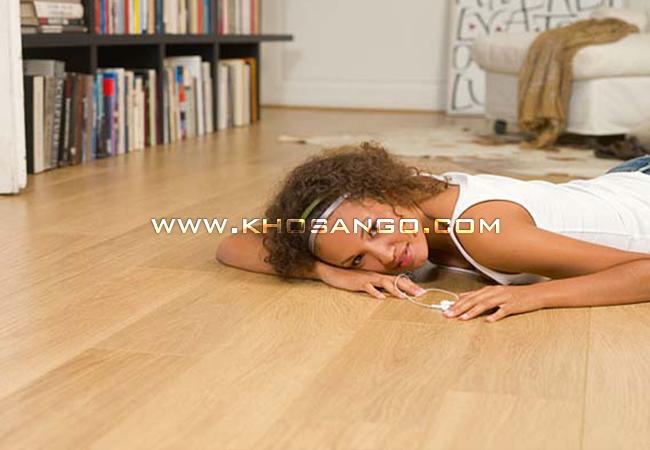 Hoàn thành lắp đặt sàn không gian nội thất trở nên sang trọng hơn