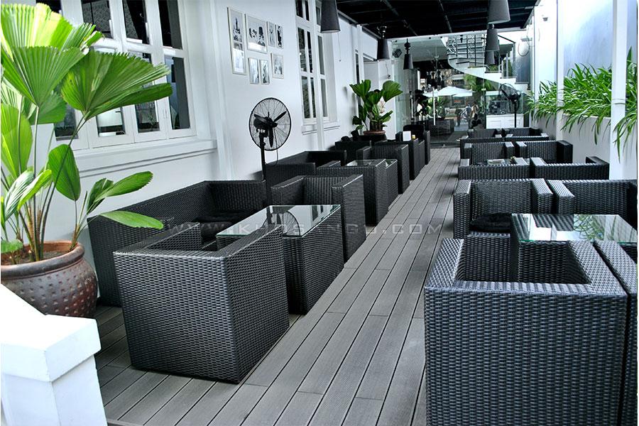 gỗ nhựa lót sàn quán cafe ngoài trời