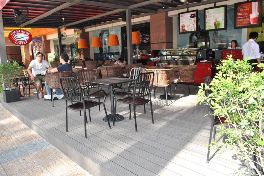 sàn gỗ quán cafe ngoài trời