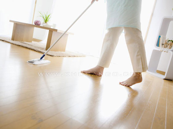 Lau sạch sàn gỗ