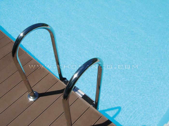Sàn gỗ hồ bơi