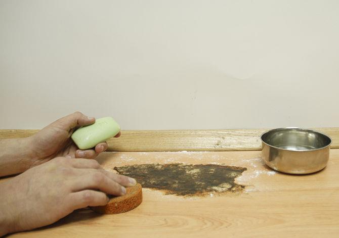Loại bỏ vết ố sàn gỗ
