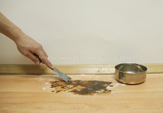 bước 2 loại bỏ vết ố sàn gỗ