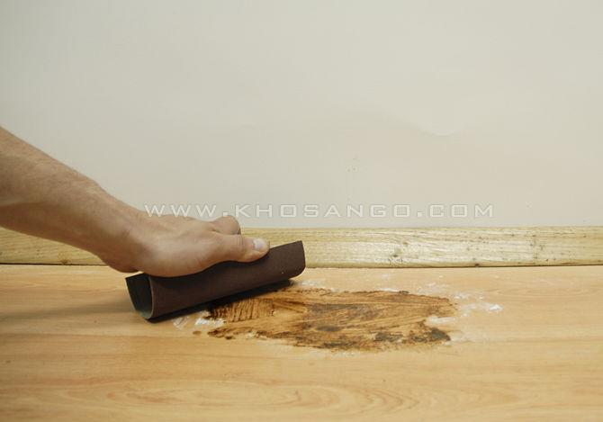 bước 3 loại bỏ vết ố sàn gỗ